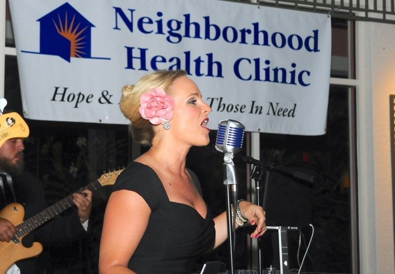 Singing her heart out for the Neighborhood Health Clinic... thank you, Kitty and Band!
